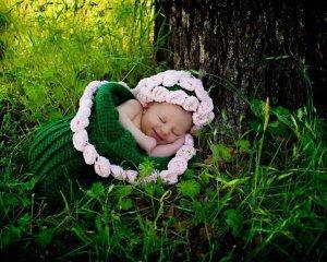 Baby under tree-pure love Photo